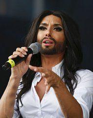Conchita Wurst leiht Schneeeule Stimme