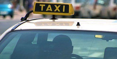 Junge Frau bedroht Taxi-Lenker am Westbahnhof mit Pistole