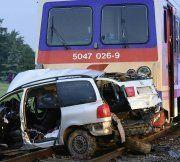 NÖ: Auto kollidiert mit Zug – fünf Tote