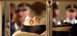 Zehntausende strömten zu Pater Pio – Reliquie im Petersdom