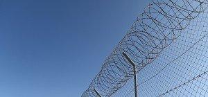 Mitschüler terrorisiert: 15-Jähriger muss ins Gefängnis