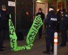 Kleine Demo und viel Polizei vor der Wiener Staatsoper
