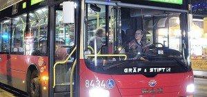 Wiener Busfahrer schenkt Bettler im Nachtbus Gebäck: Facebook-Candystorm
