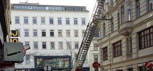 Feuerwehreinsatz in der Zieglergasse: Fassadebrocken fielen herab