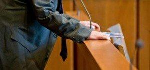Polizist soll Stiefkinder misshandelt haben: Prozess vertagt