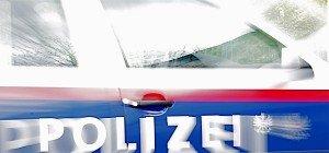 Zweijähriger aus fahrendem Auto gefallen und überrollt – tot