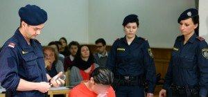Zehnjähriger Bub in Wiener Hallenbad vergewaltigt: Mann bei Prozess geständig