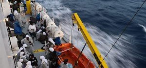 4.000 Migranten gerettet, 45 Leichen geborgen
