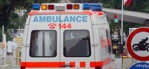 16-jähriger Mopedlenker über Autodach geschleudert: Verletzt