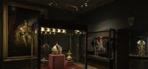 Liturgische Gewänder aus der Zeit Maria Theresias in der Schatzkammer Wien