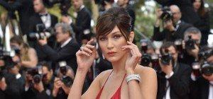 Bella Hadid hat drunter (fast) nichts an: Supermodel in Cannes