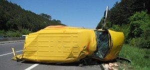 Klein-LKW auf A2 Richtung Wien umgekippt: Fahrer verletzt