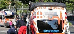 Notarztwagen in Wien-Meidling mit zwei Pkw kollidiert
