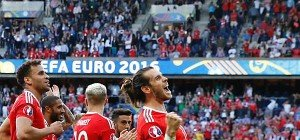 """Bale wurde nach """"hässlichem"""" Wales-Sieg zum Dauergrinser"""