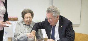 Bundespräsident Heinz Fischer besuchte Ute Bock zum 74. Geburtstag