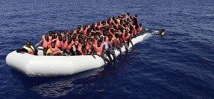 Italien rettete 1.100 Flüchtlinge aus Booten im Mittelmeer