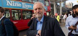 Britischer Labour-Chef in Umfrage klar vor Herausforderer