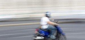 Auffahrunfall am Neubaugürtel: Mopedfahrer erlitt Kopfverletzungen