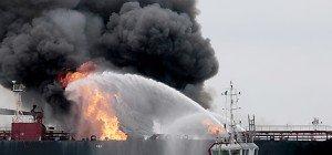 Feuer auf Öltanker vor Mexikos Küste