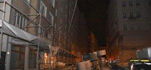 25-Tonnen-Bagger in Wiener City umgestürzt