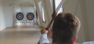VIENNA.at in Action: Spaß beim Bogenschießen-Test im Arco Vienna Club