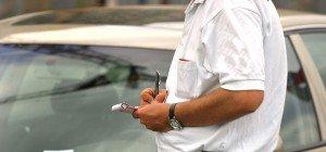 Aggressiver Pkw-Lenker fährt Parksheriff in Wien-Meidling nach Anzeige an