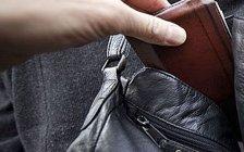 Taschendiebin in Bim auf frischer Tat ertappt