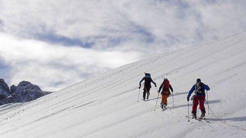 Wienerin bei Ski-Tour hunderte Meter abgestürzt - schwer verletzt