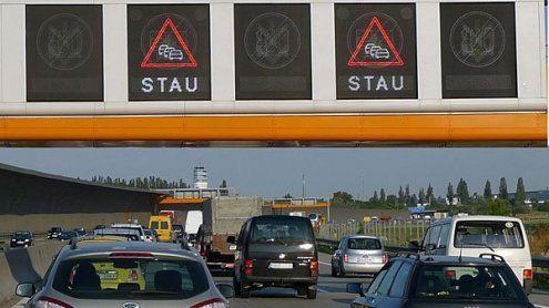 Unfall auf der A4: Stau nach Wien