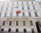 """Identitäre verteilten """"Flugtickets"""" vor türkischer Botschaft in Wien"""