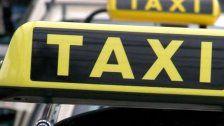 Taxilenker von zwei Fahrgästen beraubt