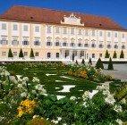 Frühlingsgartentage und Kamelfest auf Schloss Hof