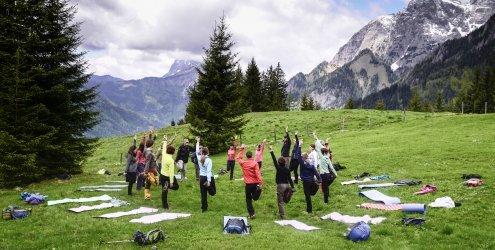 Nationalparks Austria luden zur Yoga-Wanderung ins Gesäuse
