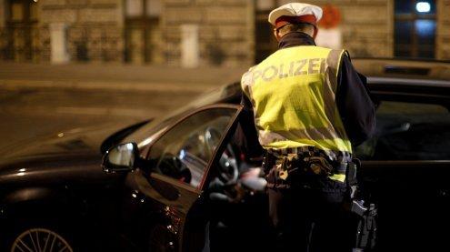 Auto voller Drogen: Polizei stoppt junge Drogenlenkerin am Gürtel