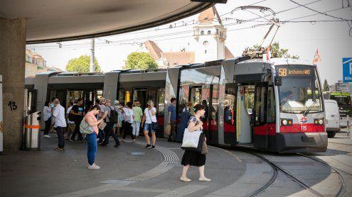 Wiener Linien-Nutzern wird per Aushang zum Deodorant geraten