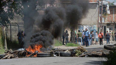 Heliangriff auf Innenministerium: Der Präsident spricht von Putsch
