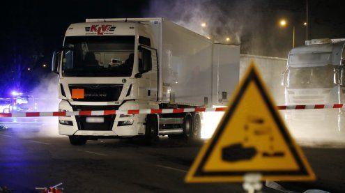 Salzsäureaustritt auf Betriebs-gelände: Schadstoff-Einsatz