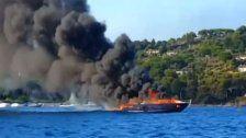 Luxus-Yacht in Flammen