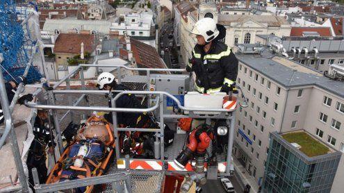 Reanimation auf der Roßauer Kaserne: Bergung aus 37 Metern