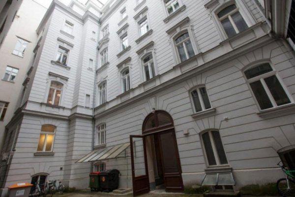 Bankerin von Terrasse in Wien-Wieden gestürzt: Ehemann wegen Mordes angeklagt