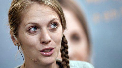 Opel schenkt ÖVP-Abgeordneter Kira Grünberg einen PKW