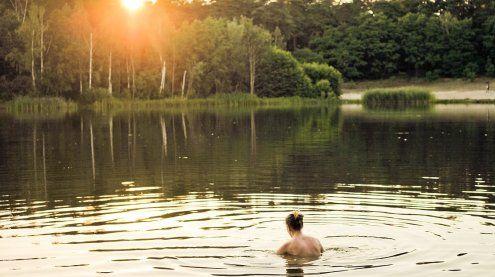 Frau badete in NÖ oben ohne und wurde bedroht: Täter bekannt