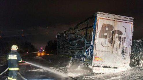 Lkw auf der A9 in Oberösterreich in Brand: Fahrstreifen gesperrt