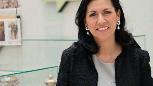 """Ehrenkreuz für Danielle Spera: """"Zeitgeschehen Gesicht geliehen"""""""
