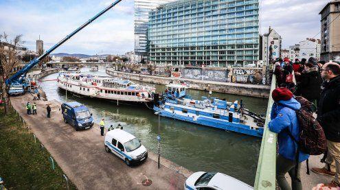 """Donaukanal: """"Johann-Strauss""""-Schiff wurde abgeschleppt"""