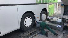 Polizei stoppt desolate Reisebusse auf der A4