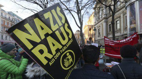 Mehr als 5.500 demonstrieren gegen Angelobung der Regierung