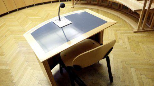 Mann stach auf bettlägerigen Bekannten in Wien ein: Prozess