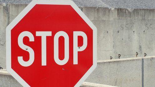 Stopptafel missachtet: 44-Jährige bei Unfall in Favoriten verletzt