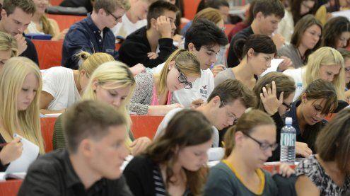 Unis denken über Rückerstattung von Gebühren an Studenten nach